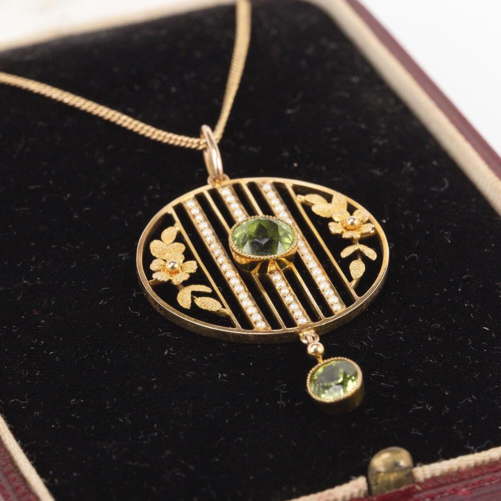Fine Jewels Of Harrogate ct Gold Pearl Peridot Pendant