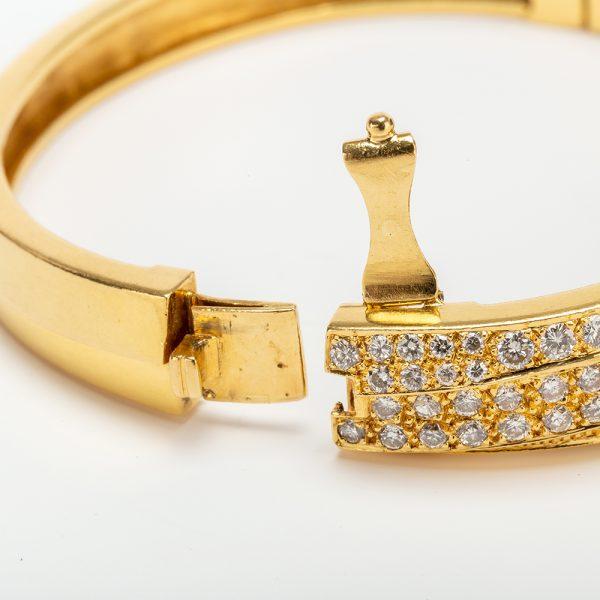 Fine Jewels of Harrogate 43963-3-Gold-Pave-Dia-Bangle-5